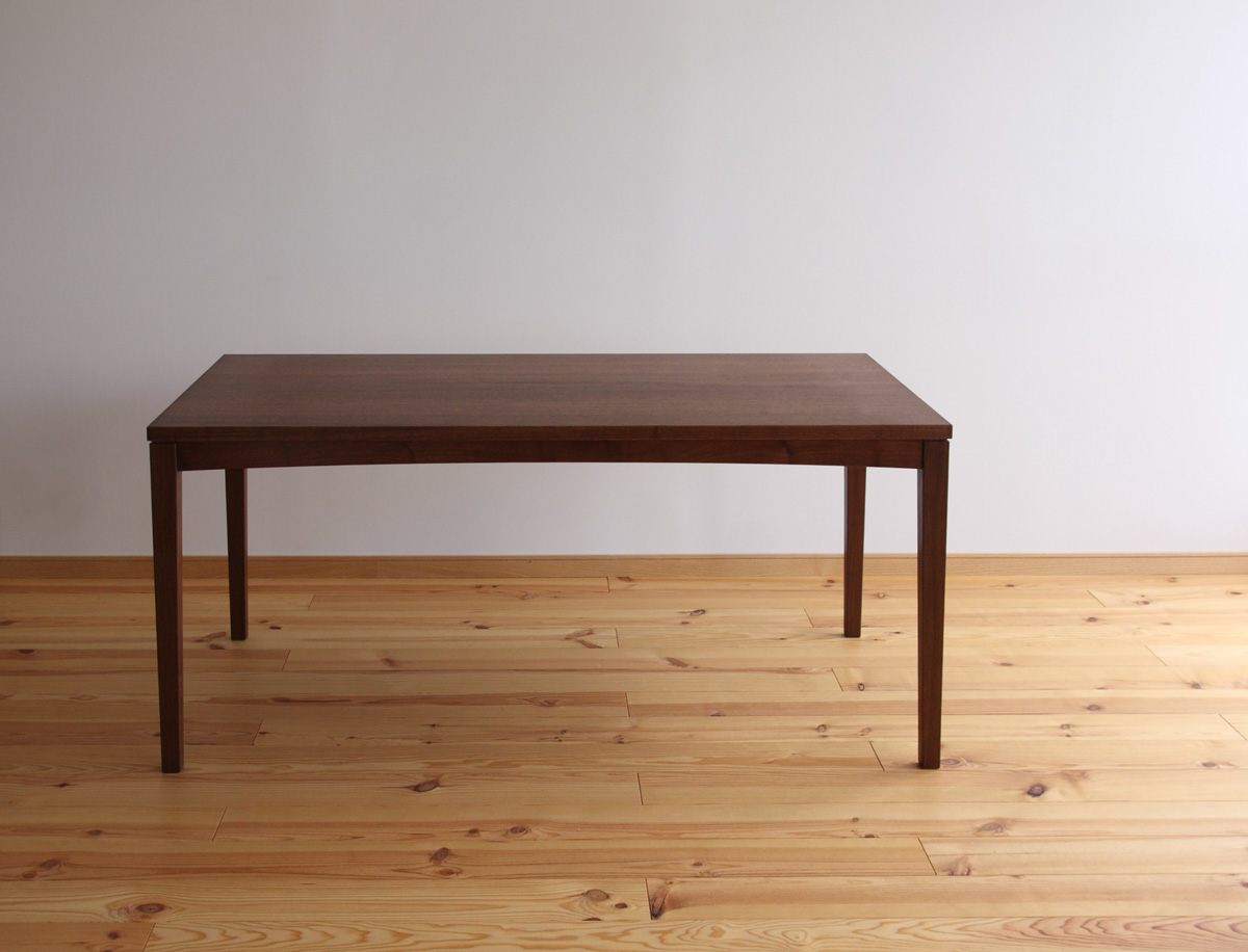 ウォールナット無垢材のオーダーテーブル 家具工房クラポ・ダイニング